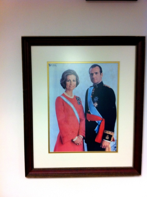 King Juan Carlos and Queen Sofia overlooking the Consulate waiting area